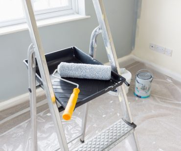 painting-and-decorating-tools-BRFJ8TC.jpg